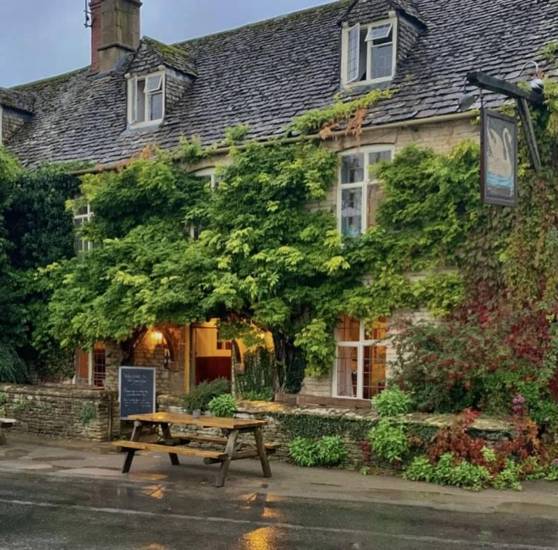 The Swan Inn Swinbrook, Near Burford, Oxfordshire OX18 4DY