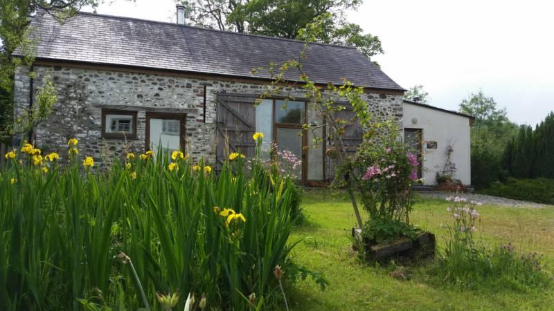 Llywnbwch Barn, beautiful eco barn, sleeps 4
