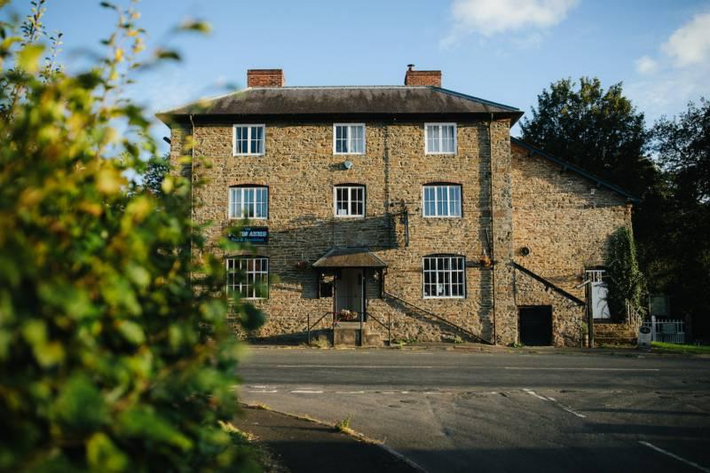 The Powis Arms - B&B The Powis Arms, Lydbury North, Shropshire SY7 8AU