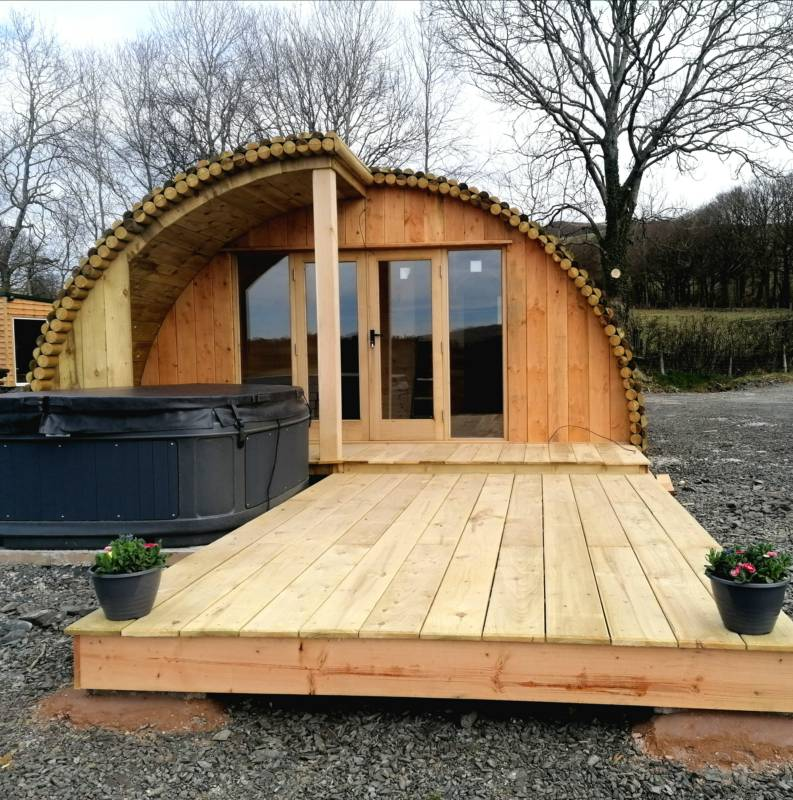 Ceriniog: Luxury Cabin with hot tub
