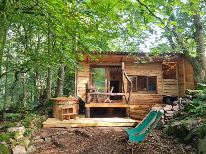 Hideaway Hut on edge of woodland