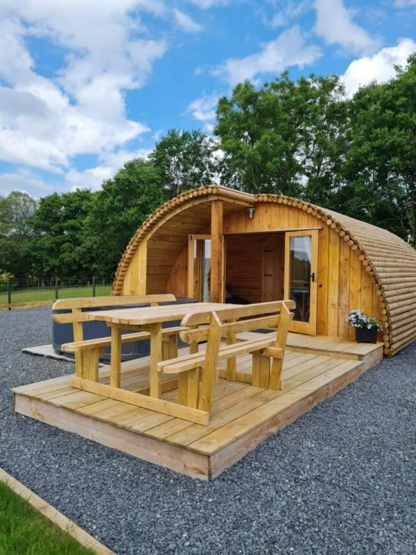 Cerniog: Luxury Cabin with hot tub