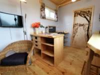 Skylark Shepherds Hut with Hot tub